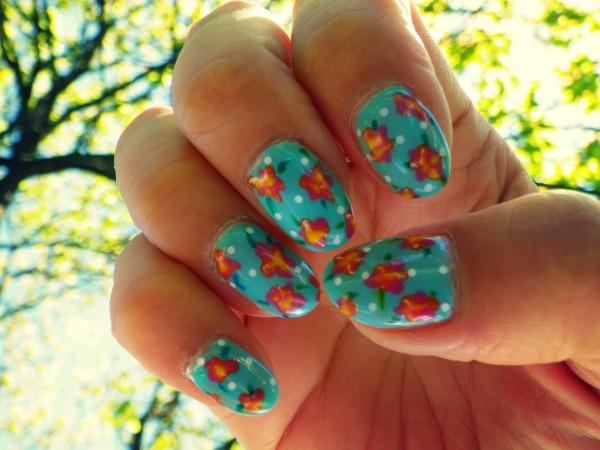 1505252112modeles ongles le gel uv vernis nail art commencement de ete nail salon styliste prothésiste ongulaire à nantes.jpg