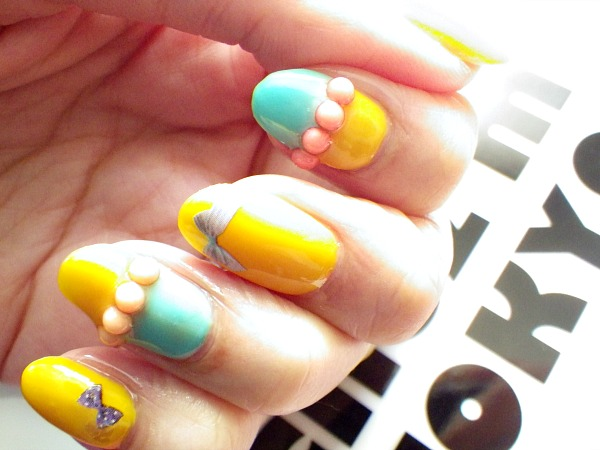 IMGP2349 modeles ongles nail art aux couleurs vives jaune bleu nail