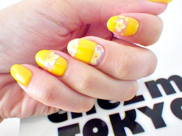 Botanique fleur jaune nail artist japonaise nantes for Salon pour les ongles