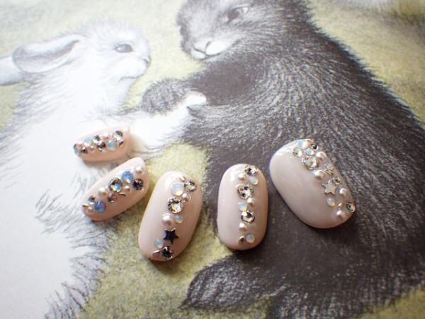 Faux ongles gel UV 10 doigts : 85 € Swarovski, studs, perle metal étoile - feuille